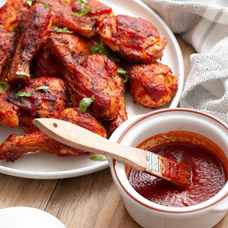 Thịt gà nướng và nước sốt BBQ