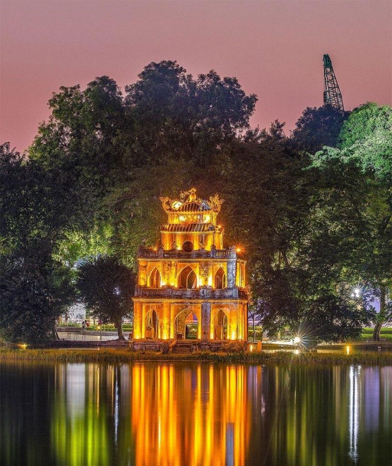 Tháp Rùa Hồ Gươm vào buổi tối