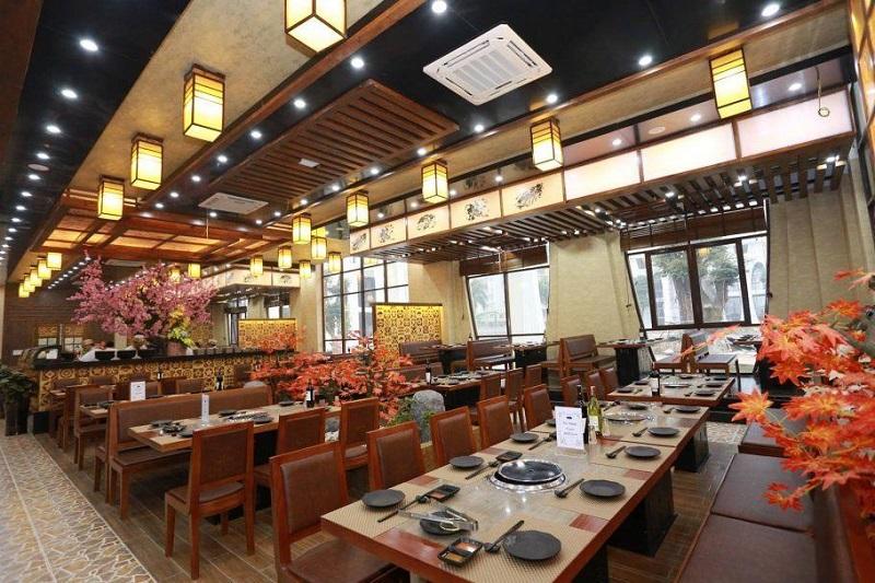 Không gian thưởng thức đồ ăn tại nhà hàng sang trọng
