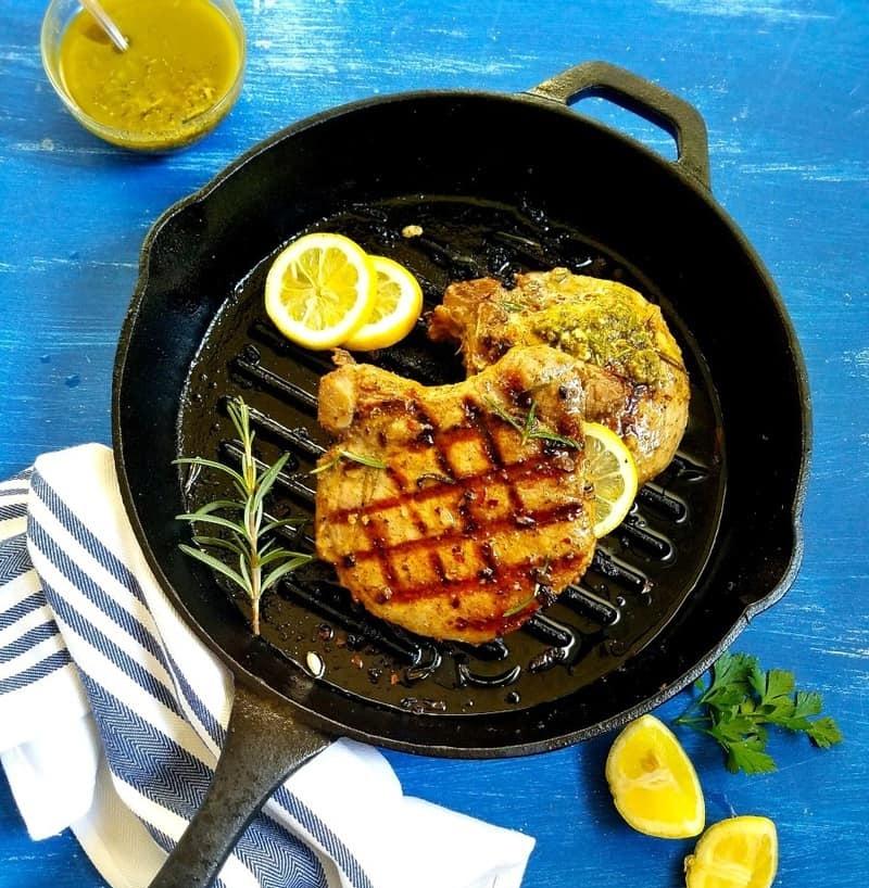 Thịt heo nướng cùng với nước sốt chanh