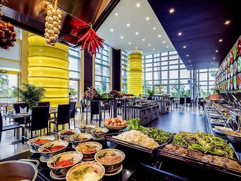Không gian rộng rãi của một nhà hàng buffet