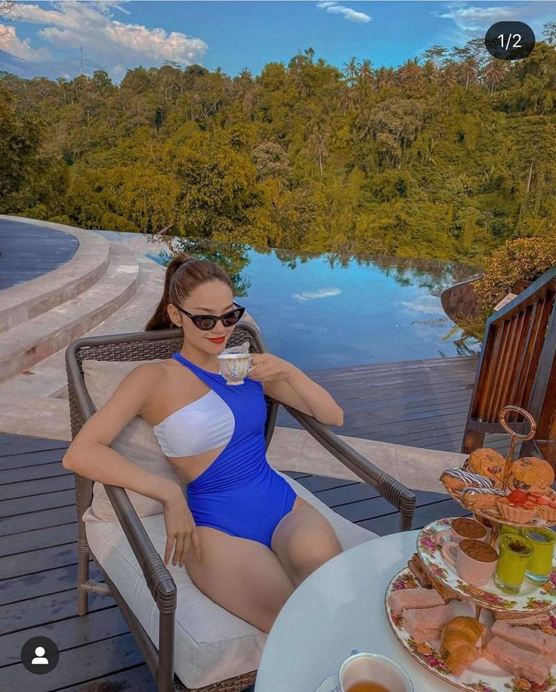 Ca sĩ Minh Hằng diện bikini xẻ màu xanh Coban