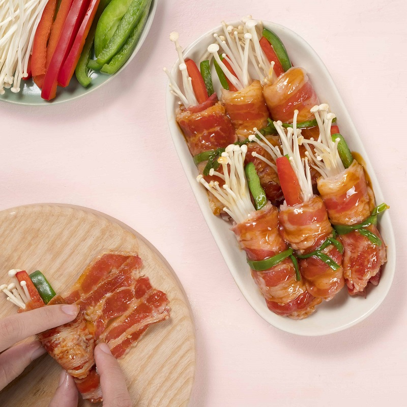 Thịt bò cuộn nấm kim châm và các loại rau củ