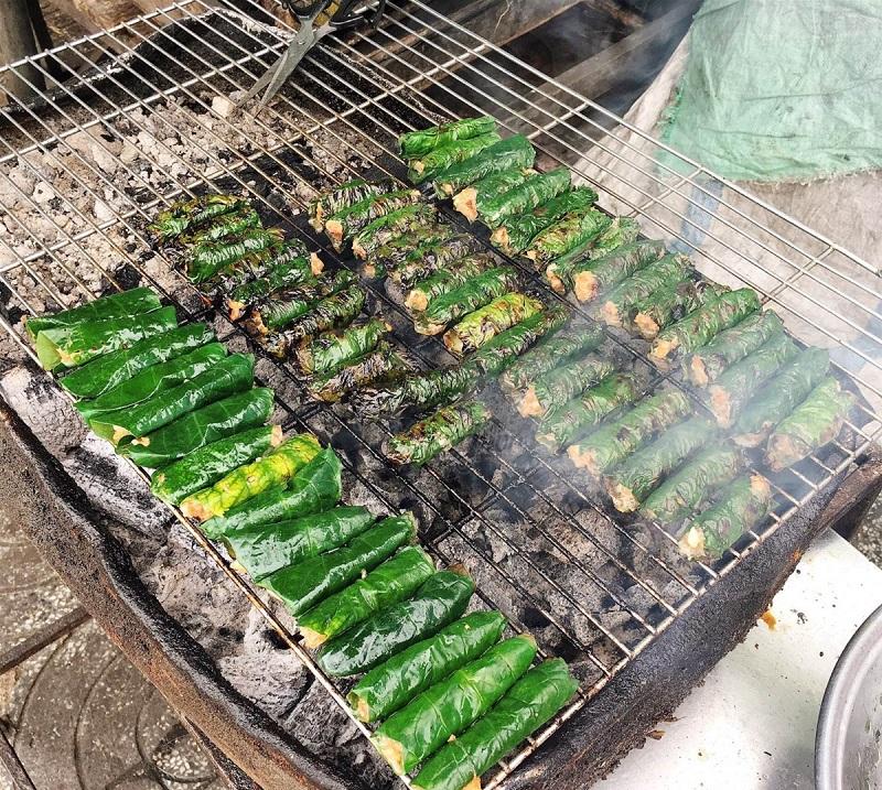 Nướng thịt bò lá lốt trên bếp than hoa