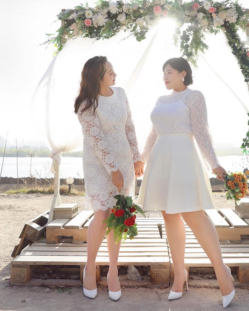 Váy trắng đi biển ren