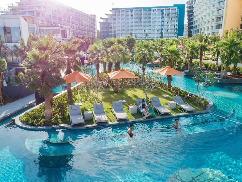 Không gian bể bơi tại Premier Residences Phú Quốc từ trên cao