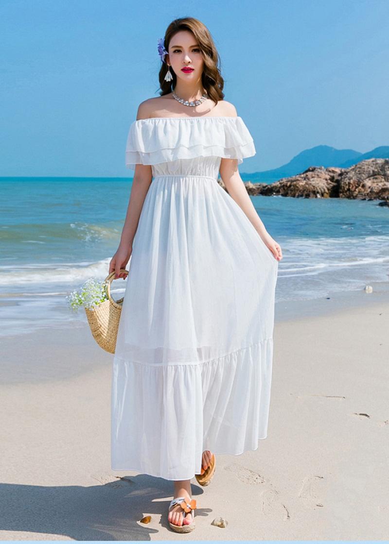 Váy maxi trắng đi biển hở vai