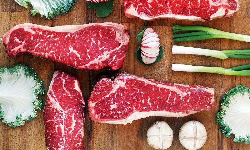 Lựa chọn thịt bò đỏ, có cả nạc và mỡ