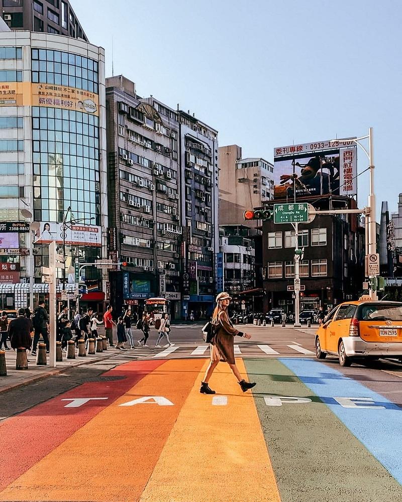 Ở khu mua sắm ở Ximending còn có con đường đi bộ ngập tràn màu sắc