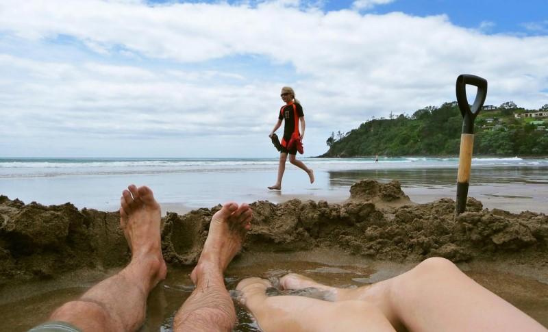 Nằm dài tận hưởng làn nước nóng trong các hồ ngâm