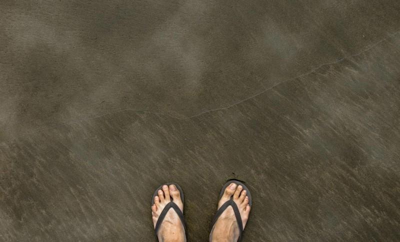 Hơi nóng tỏa lên từ trên mặt cát