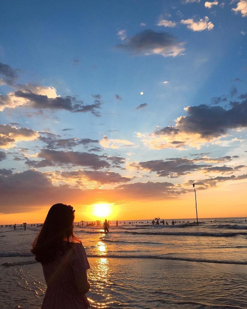 Chiêm ngưỡng cảnh hoàng hôn mặt trời lặn trên biển Sầm Sơn