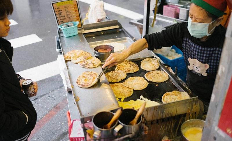 Bánh kếp Đài Loan thường được bán ở rất nhiều trên đường phố