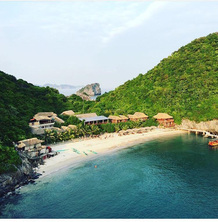 Xịnh Hạ Lan xinh đẹp với núi và nước biển xanh ngắt