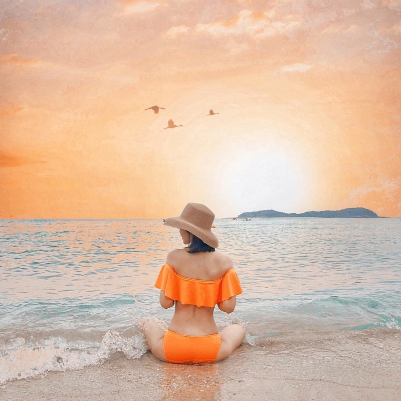 Chụp hình với bikini ở biển Cô Tô Quảng Ninh