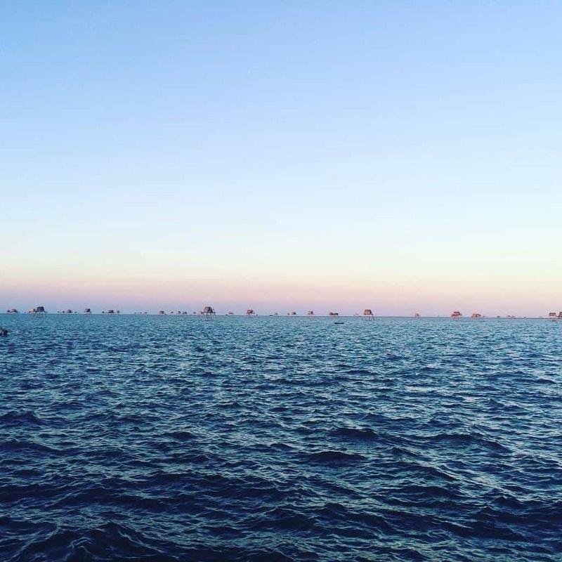 Biển xanh ngắt như kéo dài vô tận