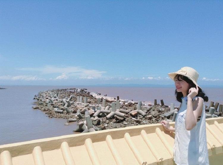 Chụp ảnh với view nhìn ra biển ở Hòn Dấu Hải Phòng
