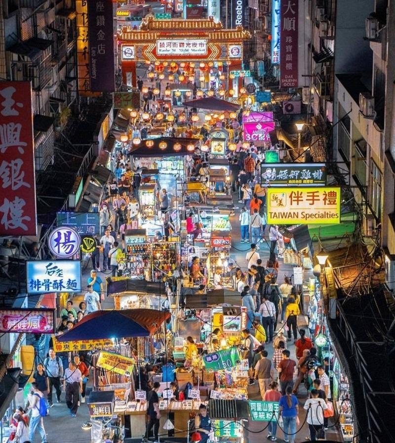 Hình ảnh một chợ đêm ở Đài Loan vô cùng tấp nập