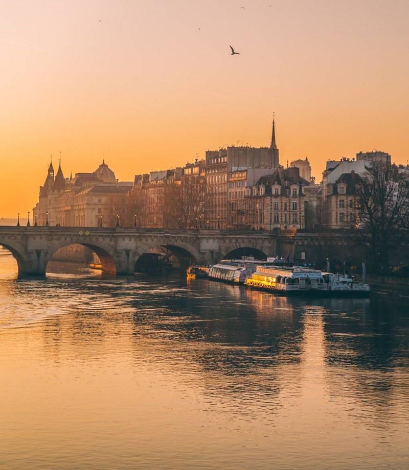 Dòng sông tại thành phố Paris