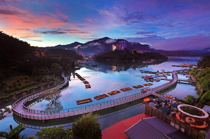Hồ Nhật Nguyệt ở Đài Trung có một con đường đạp xe bắc xung quanh