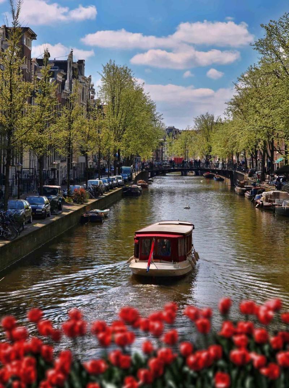 Dòng sông trên thành phố Amterdams Hà Lan