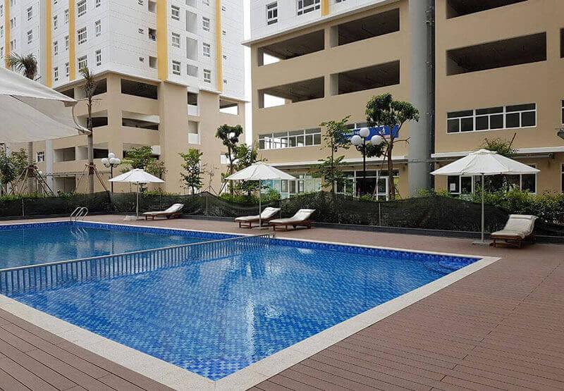 Không gian hồ bơi và nghỉ dưỡng ở Sunview Tower