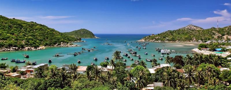 Toàn cảnh biển Ninh Chữ trong lành xanh mát