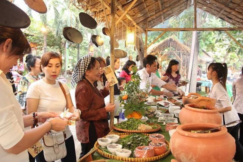 Khu ăn uống buffet ở hồ bơi Văn Thánh