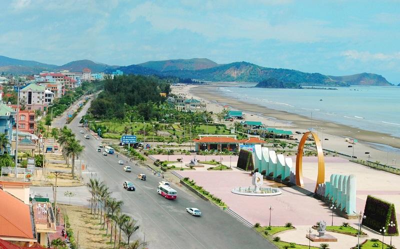 Cung đường cạnh biển Cửa Lò nhìn từ trên cao
