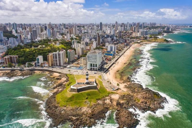 Bang Bahia xinh đẹp nằm bên bờ biển