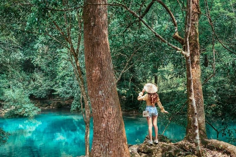 Suối Lê nin trong xanh