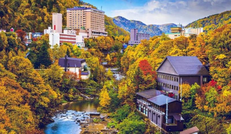 Thành phố Hokkaido ngập tràn trong sắc vàng vào tháng 11