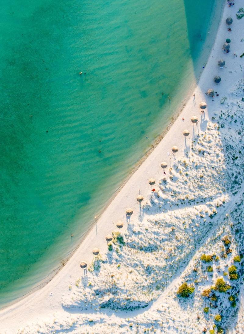 Bãi biển trong xanh từ trên cao tại Los Cabos - Mexico