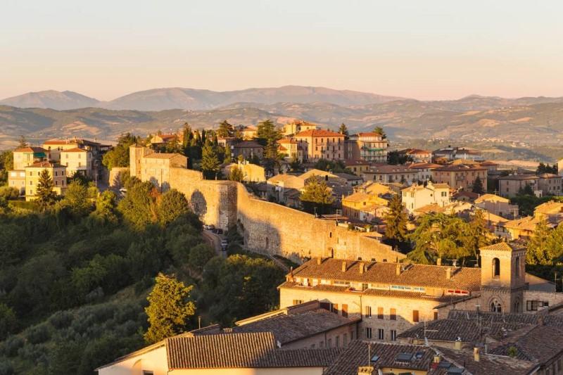 Những bức tường cổ từ thời Etruscan tại Perugia