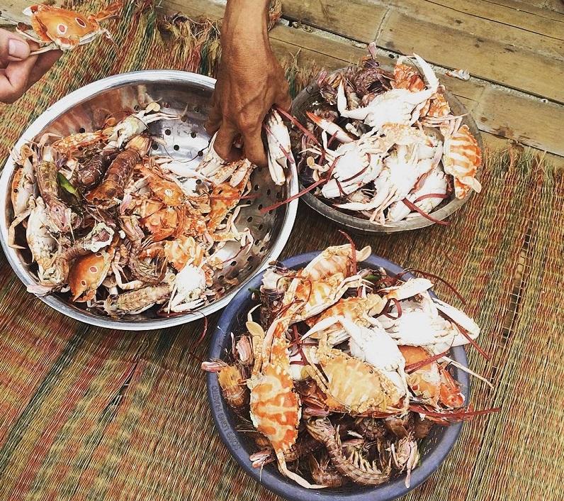 Ghẹ và bề bề tươi sống vừa được đánh bắt ở biển Hải Hòa