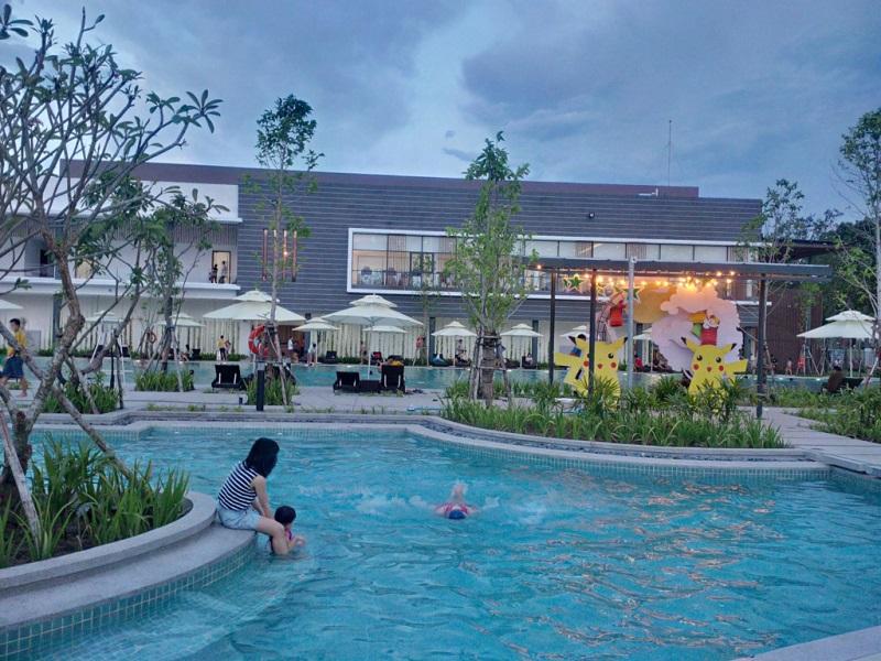 Không gian xanh mát ở bể bơi Aeon Mall Tân Phú
