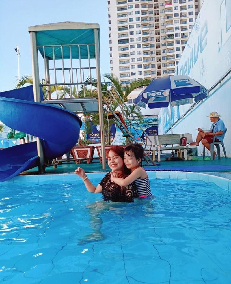 Khu cầu trượt vui chơi cho trẻ em ở hồ bơi Lam Sơn