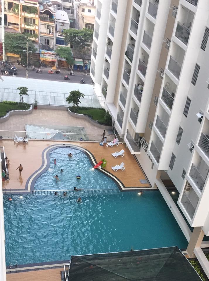 Không gian rộng lớn ở hồ bơi Oriental