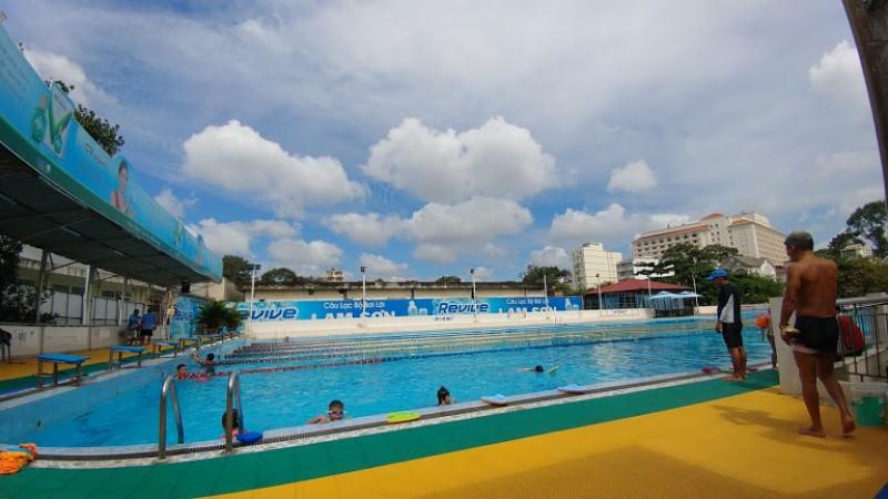 Một góc hồ bơi Lam Sơn quận 5