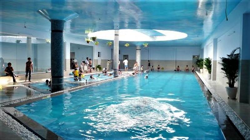 Không gian hồ bơi trong nhà CLB Thái An
