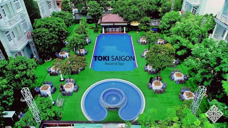 Không gian hồ bơi Toki Saigon Resort & Spa nhìn từ trên cao