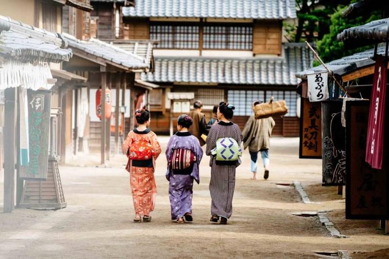 Những phụ nữ mặc trang phục truyền thống tại Kyoto