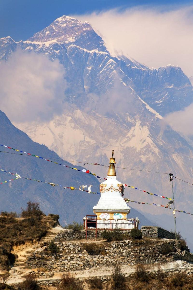 Dãy Hymalaya phủ sương tại Nepal