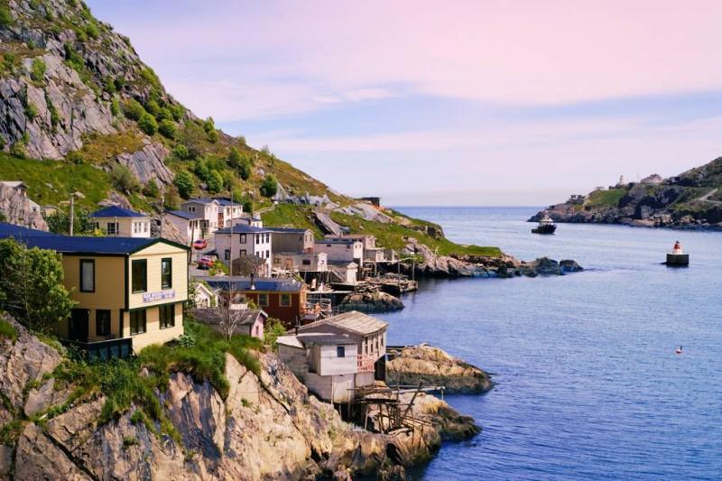 Những ngôi nhà trên bờ biển tại New Foundland