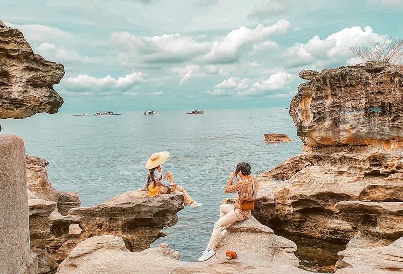 Những dãy núi đá hướng ra biển tại Phú Quốc