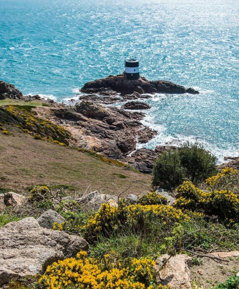 Con đường hướng ra bãi biển tại quần đảo Channel