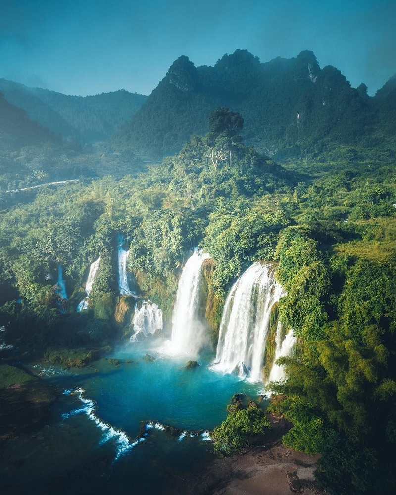 Thác Bản Giốc nước chảy trắng xóa tại Cao Bằng