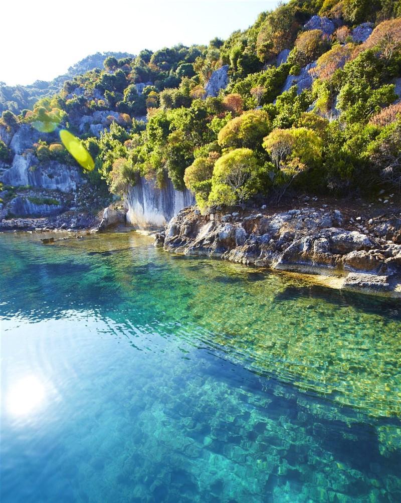 Những mặt hồ in bóng cây xanh tại Turquoise Coast