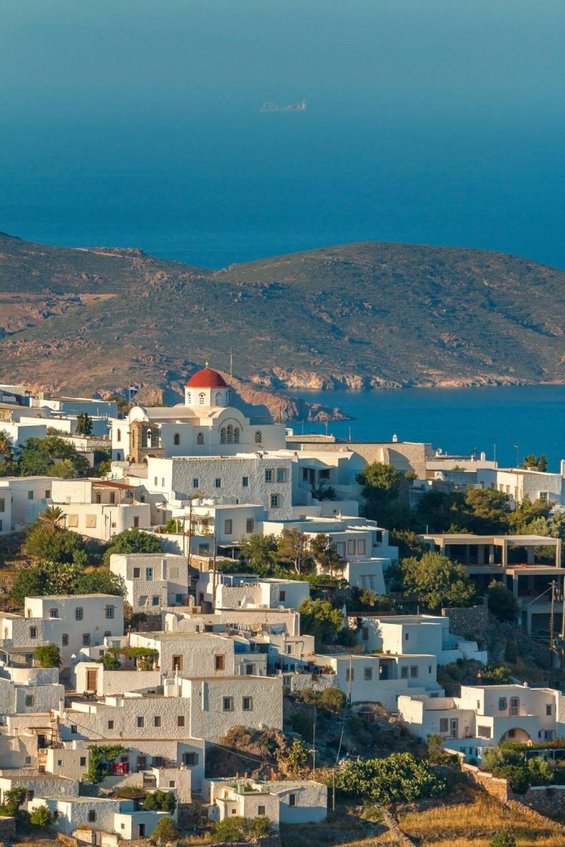 Những ngôi nhà màu trắng bên quần đảo Dodecanese Hy Lạp
