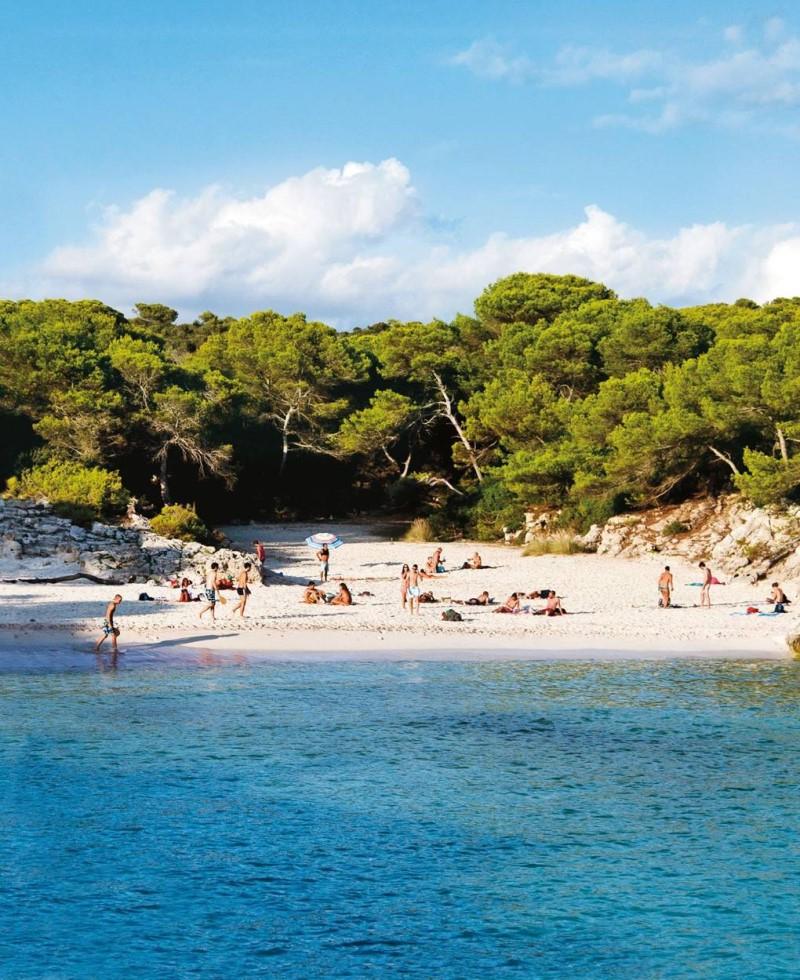 Bờ biển tại đảo Menorca Tây Ban Nha